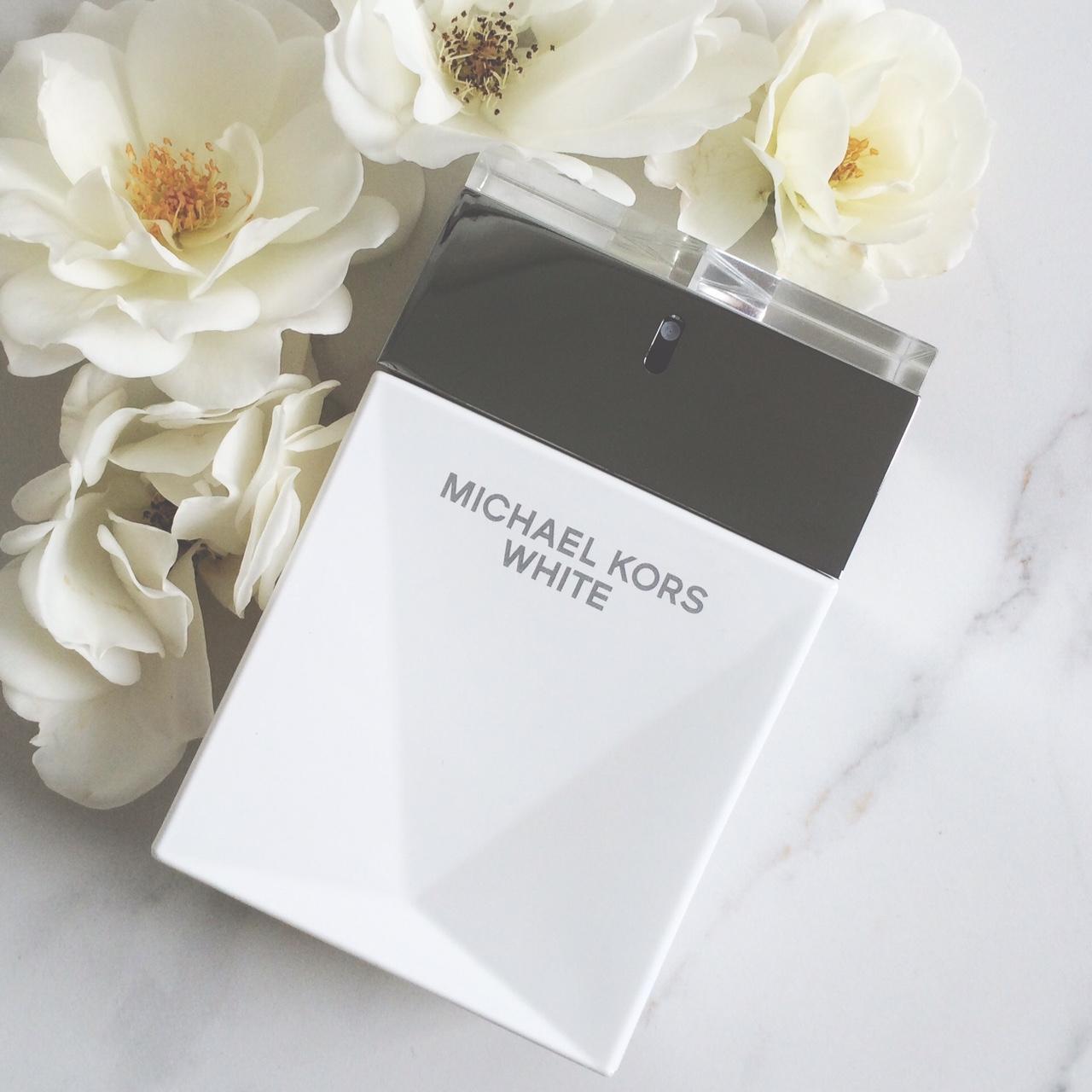 MK-white-flowers