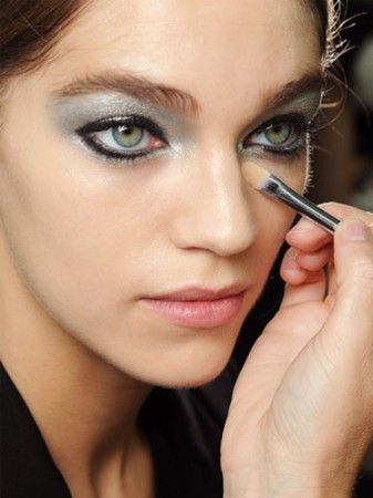 gumus-metalik-makeup