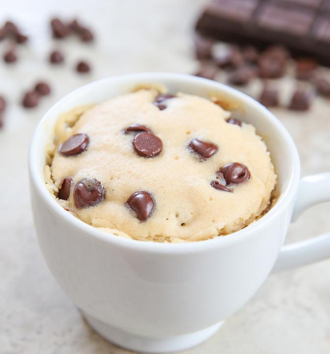 çikolata-parçacıklı-fincan-kek-tarifi